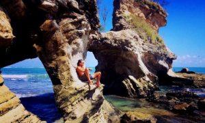 Wisata Pantai Watu Parunu Sumba