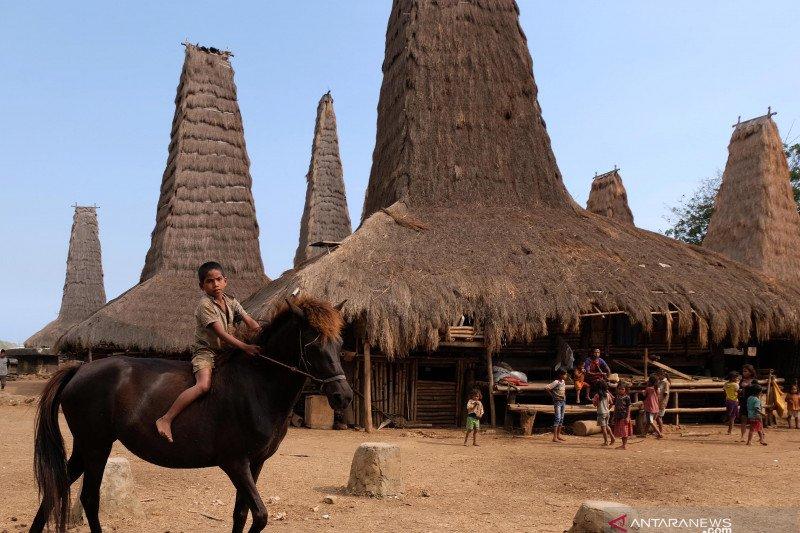Rumah Tradisional di Pulau Sumba Kampung Toda